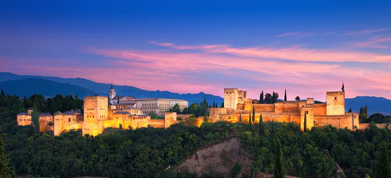 In Welke Spaanse Stad Staat Het Beroemde Alhambra.Het Alhambra In Granada Spanje Bezienswaardigheden Andalusie
